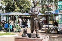 商人纪念碑在集市广场 库存图片