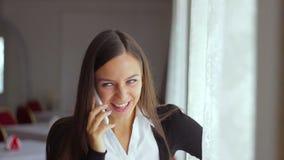 商人职业妇女在电话里说  影视素材