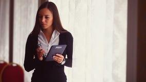 商人职业妇女讲在的电话 股票录像