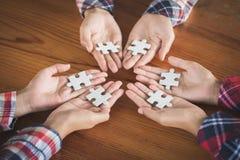 商人藏品拼图,小组使用展示的拼图的商人需要工作在同样 库存图片