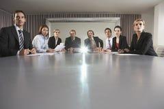 商人观看的介绍在会议室 库存图片