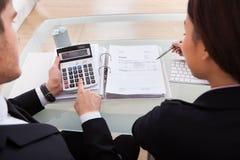 商人计算的税 库存照片