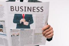 商人读书商业报纸的播种的图象 免版税图库摄影