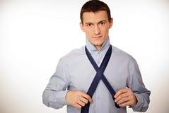 商人调整领带 免版税图库摄影