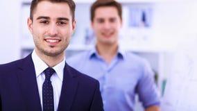 商人谈话在会议在办公室 图库摄影