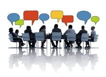 商人谈话在证券交易经纪人行情室 库存图片