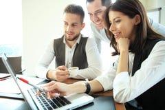 商人运作的配合合作会议 免版税图库摄影