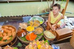 商人销售额泰国古老点心 免版税图库摄影