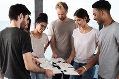 商人队为一个目标  团结和合作的概念 库存照片