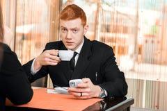 商人饮用的咖啡 库存照片
