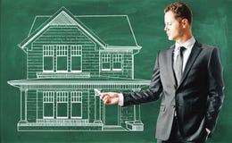商人黑板的图画房子 免版税库存照片