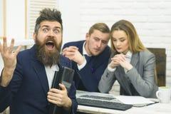 商务伙伴或商人在会议,办公室背景上 起始的概念 企业交涉,谈论 免版税库存图片