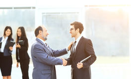 商务伙伴会议有握手的以队工作为背景 免版税库存图片