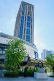 商场在BTS Phrom Phong驻地的商城 免版税图库摄影