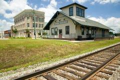 商场弗吉尼亚列车车库和铁轨在农村东南弗吉尼亚 库存图片