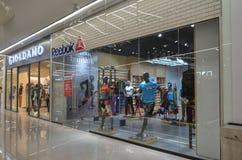 商场购物中心的, 2017年5月6日的拉合尔巴基斯坦Reebok商店 免版税库存图片