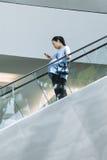 商城自动扶梯的,北京,中国孕妇 免版税库存图片
