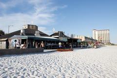 商店、酒吧和旅馆沿赌博娱乐场在彭萨科拉,佛罗里达靠岸 库存照片