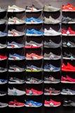商店体育穿上鞋子保加利亚瓦尔纳03 06 2018年 免版税图库摄影