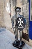 商店入口的马尔他骑士 免版税库存照片