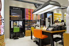 商店内部在新城市广场 免版税库存照片