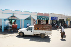 商店和restaurans在Bir Al Huffay 免版税图库摄影