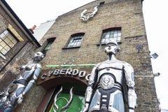 商店在伦敦,英国在坎登市场上叫Cyberdog,团结 免版税图库摄影