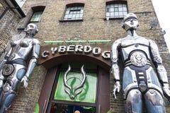 商店在伦敦,英国在坎登市场上叫Cyberdog,团结 库存图片
