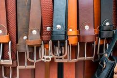 商店在卖习惯皮革的会安市 免版税库存照片