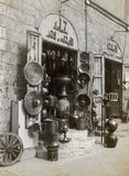 商店在卖混杂的物品的伊斯兰教的开罗 库存图片
