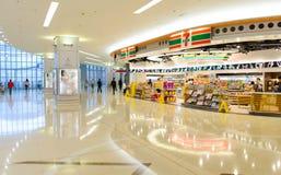 7-11商店在机场 库存照片