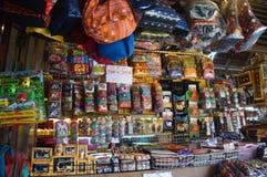 商店在浮动市场上在芭达亚泰国 免版税库存照片