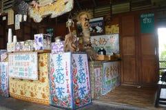 商店在浮动市场上在芭达亚泰国 免版税库存图片
