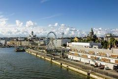 商店地区和码头在赫尔辛基港  芬兰 免版税库存照片