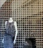 商店时装模特50%销售 免版税库存照片