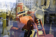 商店窗口反射 图库摄影