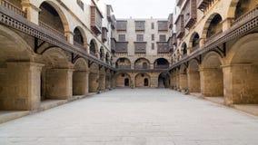 商队投宿的旅舍Bazaraa Wikala门面,中世纪开罗,埃及 免版税库存图片
