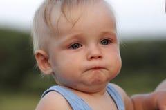 啜泣的婴孩 库存图片