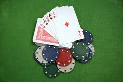 啤牌卡片和芯片 库存图片