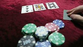 啤牌啤牌playthe比赛  两个对的组合 一个对threes和十 在芯片附近说谎 比赛是 股票视频