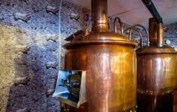 啤酒厂在餐馆里面的酿造房子 免版税库存图片