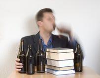 啤酒和书 免版税库存照片