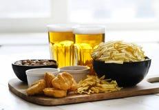 啤酒和快餐 库存图片