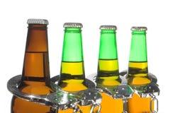 啤酒和手铐-酒后驾车概念 免版税库存照片