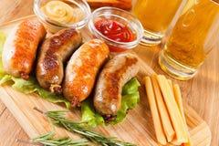 啤酒和烤香肠 慕尼黑啤酒节传统菜单 图库摄影