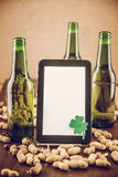 啤酒和花生 免版税图库摄影