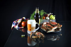 啤酒和螃蟹 免版税库存照片