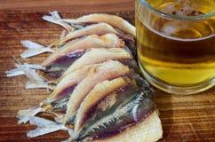 啤酒和鱼 免版税库存照片