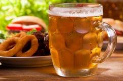 啤酒寒冷杯子 库存图片