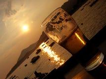 啤酒对角线日落 免版税库存图片